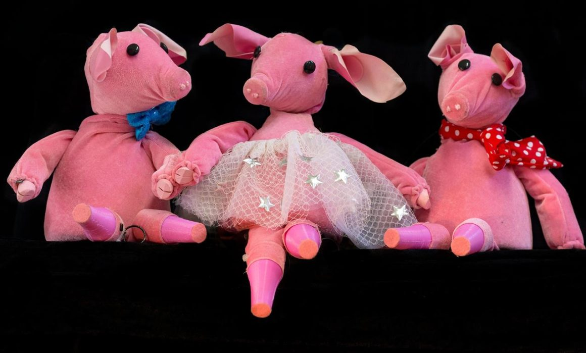 the three little pigs at Backstage